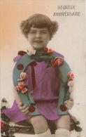 """ENFANTS - LITTLE GIRL - MAEDCHEN - Jolie Carte Fantaisie Portrait Fillette Et Fer à Cheval """"Heureux Anniversaire"""" - Portraits"""