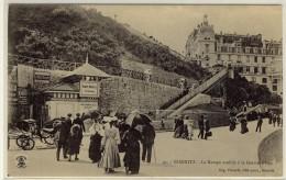 BIARRITZ  -  La Rampe Mobila à La Grande Plage, Beau Plan Animé  -  Ed. Pacault, N°  41 - Biarritz