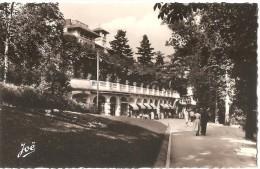Dépt 63 - CHÂTELGUYON - (CPSM 9x13.9cm) - Promenade Sur Le Parc (Châtel-Guyon) - Châtel-Guyon
