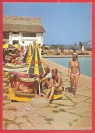 CARTOLINA VG KENJA - AFRICAN SAFARI CLUB - Ragazze In BIkini In Piscina - 10 X 15 - ANNULLO MOMBASA 1975 - Kenia