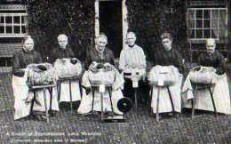 Dentellieres A Group Of Bedfordshire Lace Workers - Métiers
