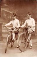 ��  -  Carte Photo  -   Deux Enfants avec leurs V�los  -  Photographe  Studio de DIJON  -      -  ��
