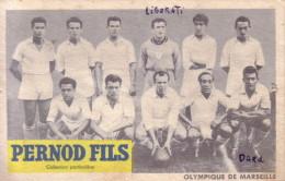 OLYMPIQUE DE MARSEILLE -  FOOT - OM - L´EQUIPE AU COMPLET - PERNOD FRERE - ADHERENCES AU VERSO. - Calcio