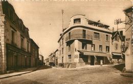 88 BAINS LES BAINS POINT CENTRAL ET RUE DE MIRECOURT  CAFE DU POINT CENTRAL - Bains Les Bains