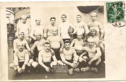 """83/ Toulon Carte Photo - Equipe De Rugby Sur Le Pont D'un Bateau- """"Justice  Sports 1ére Equipe 1908 -1909 """" - Toulon"""