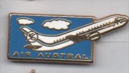 Superbe Pin´s En Zamac , Aviation Avion , Air Austral , Signé Decat - Avions