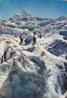 Cp , SPORTS , CHAMONIX-MONT-BLANC , Alpinisme Sur Les Séracs Du Glacier Des Bossons, Vue Sur L´aiguille Du Midi - Alpinisme