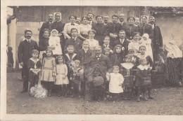 Photographie - Carte-Photo  - Famille - Enfants - Coiffes Folklore - A localiser
