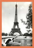 75 - PARIS - Tour Eiffel Et Le Pont Léna // CPSM Dentellée Mul 45 - Eiffeltoren