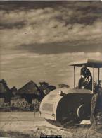 """14738g CONGO BELGE - KATANGA - 1952 - ROULEAU COMPRESSEUR - """"Anachronisme"""" - Scènes & Types - 23x29cm - Afrique"""