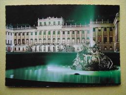 WIEN. Le Château De Schönbrunn. La Nuit. - Château De Schönbrunn