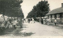CPA 37 LE CAMP DU RUCHARD L AVENUE DE TRAMONT ET LE JARDIN DES SOLDATS