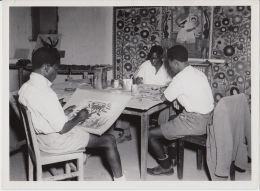 18230g CONGO BELGE - Atélier D´ART - Elisabethville - Photo De Presse - Ethnographique - C. Lamote - 24x18c - Afrika