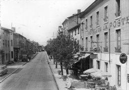 CPSM  -   SAINT - SYMPHORIEN - DE - LAY  (42)  Hotel De La Poste Et La Mairie -  Panneau ARRET - Transports Citroen - - Francia