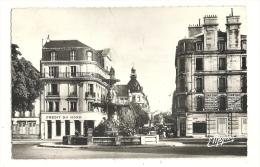 Cp, 10, Troyes, Fontaine Argence Et Rue De La République, Voyagée - Troyes