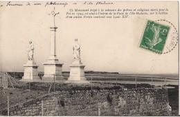 MONUMENT ERIGE A LA MEMOIRE DES PRETRES MORTS POUR LA FOI A L'ILE MADAME - Francia