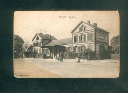 Briare (45) - La Gare ( Chemin De Fer Animée Ed. Bodineau  En L'état ) - Briare