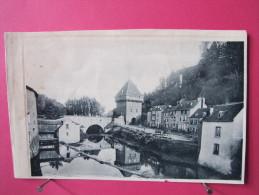 A Identifier - Image Format CPA D'un Village Et D'un Pont Fortifié - Rivière - Charettes - Début De Siècle - Recto-verso - Vieux Papiers