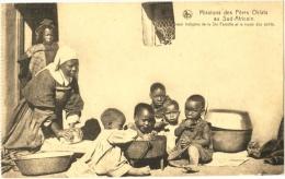 Missions Des Pères Oblats Au Sud-Africain. Soeur Indigène De La Ste Famille Et Le Repas Des Petits. - South Africa