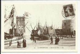 LA ROCHELLE , Entrée Du Port , Reproduction D´une CPA - La Rochelle