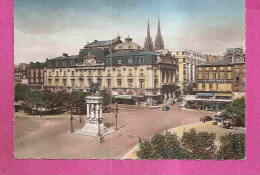 CLERMONT FERRAND  -  ** LA PLACE DE JAUDE ** Avec MAGASINS * ULYSSE  Et  MONTAGNE * -  Editeur : C.A.P.de Paris   N°1843 - Clermont Ferrand