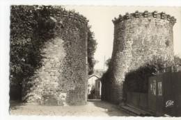 ST VALERY Sur SOMME - La Porte Guillaume . CPSM 9x14 - Saint Valery Sur Somme