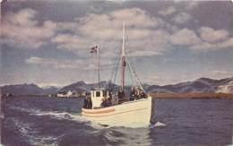 Réf : RO-13-056 :  Islande Bateau De Pêche