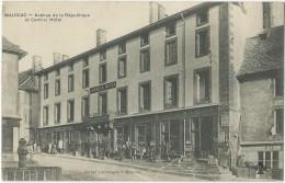 15 - MAURIAC -  Avenue De La République Et Central Hôtel - Mercerie Kossmann-Becker (éd. CPA) - Mauriac