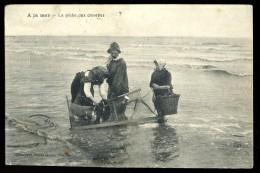Cpa ----  à La Mer -- La Pêche Aux Crevettes   -- Héliotypie Dugas & Cie  Nantes  THO14 - Pêche