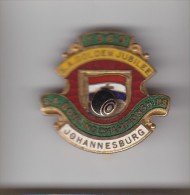 S.AFRICA GOLDEN JUBILEE BOWLING  CHAMPIONSHIPS 1960 JOHANNESB Lapel Badge : Cast Metal & Enamel: Maker -  PRETORIA B - Bowls - Pétanque