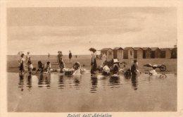 [DC7371] SALUTI DALL´ADRIATICO - SPIAGGIA - COSTUMI - Old Postcard - Italia