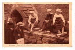 Bretagne - Pardon De N. D. De Rumengol - La Fontaine Sacrée - Ablution Des Pèlerines Venues Pieds Nus - Francia