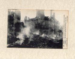 44358    Belgio,    Ypres -  Les  Premiers  Obus  Incendiaires  Tombant Sur La Ville,  Guerre  1914-15,   NV(scritta) - Ieper
