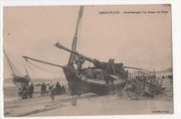 BERCK PLAGE - Goudronnage D'un Bateau De Pêche - Berck