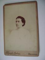 BRESCIA  FOTGRAFO  OGLIARI     FEMME  DONNA      16,5   X   11      SU CARTONCINO  ARCH. 160 - Old (before 1900)