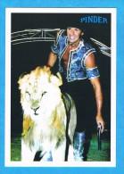 CPM-Dompteur Caressant Un Lion- Frédéric Edelstein,la Passion Des Tigres Et Des Lions-Cirque Pinder Jean Richard - Circo