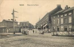 Charleroi - Roux - Le Passage à Niveau Place De La Gare Et La Gare ( Petite Déchirure En Haut ) - Charleroi