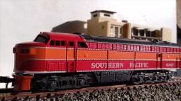 RIVAROSSI ATLAS 2125 N Scale VINTAGE SOUTHERN PACIFIC Loco Diesel Fairbanks Morse C Liner - In Original Box - Locomotieven