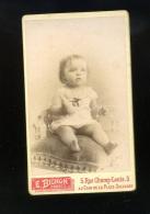 PHOTOGRAPHIE/ FOTO /   CDV PHOTO BICHON A CORBEIL   ENFANT FILLETTE - Anonieme Personen