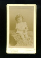PHOTOGRAPHIE/ FOTO /  CDV PHOTO AJAX A CORBEIL  ENFANT FILLETTE TENANT Une Peluche - Anonieme Personen