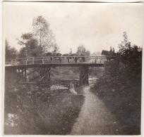 Photo Originale 14-18 HALLES (près Péronne) - Soldats Allemands Sur Un Pont (A48, Ww1, Wk1) - Photography