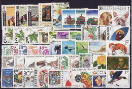 42-385 // BG  -  100 DIFFEREND STAMPS From BULGARIA  90 -ty  Years - Vrac (max 999 Timbres)