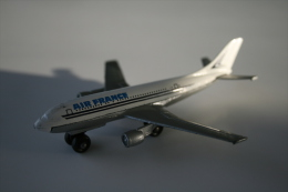 Matchbox Lesney SB3-A3 A300 Airbus, Skybusters, Issued 1973, Scale : 1/64 - Matchbox
