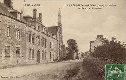 61CPA LA FERRIERE AUX ETANGS - Entrée Du Bourg Et Hospice - Non Classés
