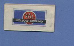 Une Lame De Rasoir  PAL  HOLLOW GROUND (L27) - Lames De Rasoir