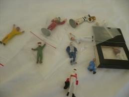 10 Figurines En Plomb Et Platic Pour Cirsuit - Circuits Automobiles