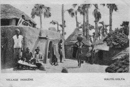 Haute-Volta..animée..un Village Indigène..Afrique Occidentale Française..AOF..Colonies - Other