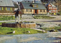 Greenland PPC Julianehåb. Springvand Og Gamle Bygninger Fountain Fontane JULIANEHÅB 1978 (Cz. Slania) Stamps (2 Scans) - Grönland