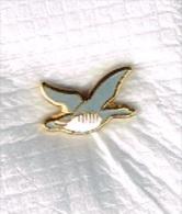 Pin's Oiseau Symbole De ACCOR - Merken