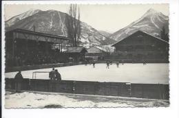 Briançon (Hautes Alpes 05) Rare Carte Photo La Patinoire Extérieure Pendant Un Match De Hockey (Hotel De La Chaumiere) - Briancon